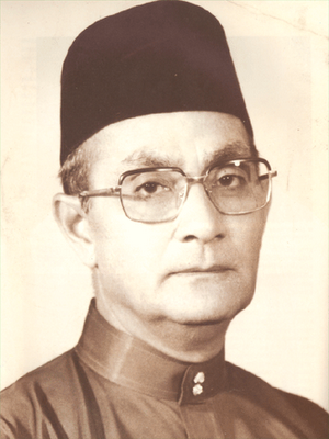 tun abdul razak biodata essay Essay biography tun abdul razak his family was modest but stable, and his father was a respected teacher at an english language school he became prime minister just.